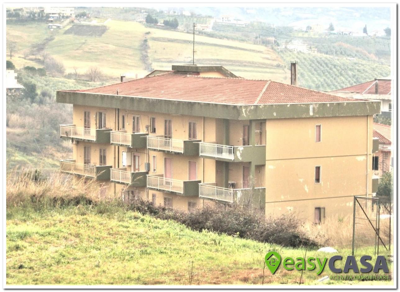 Abitazione con box in vendita a Montecorvino Rovella (SA)