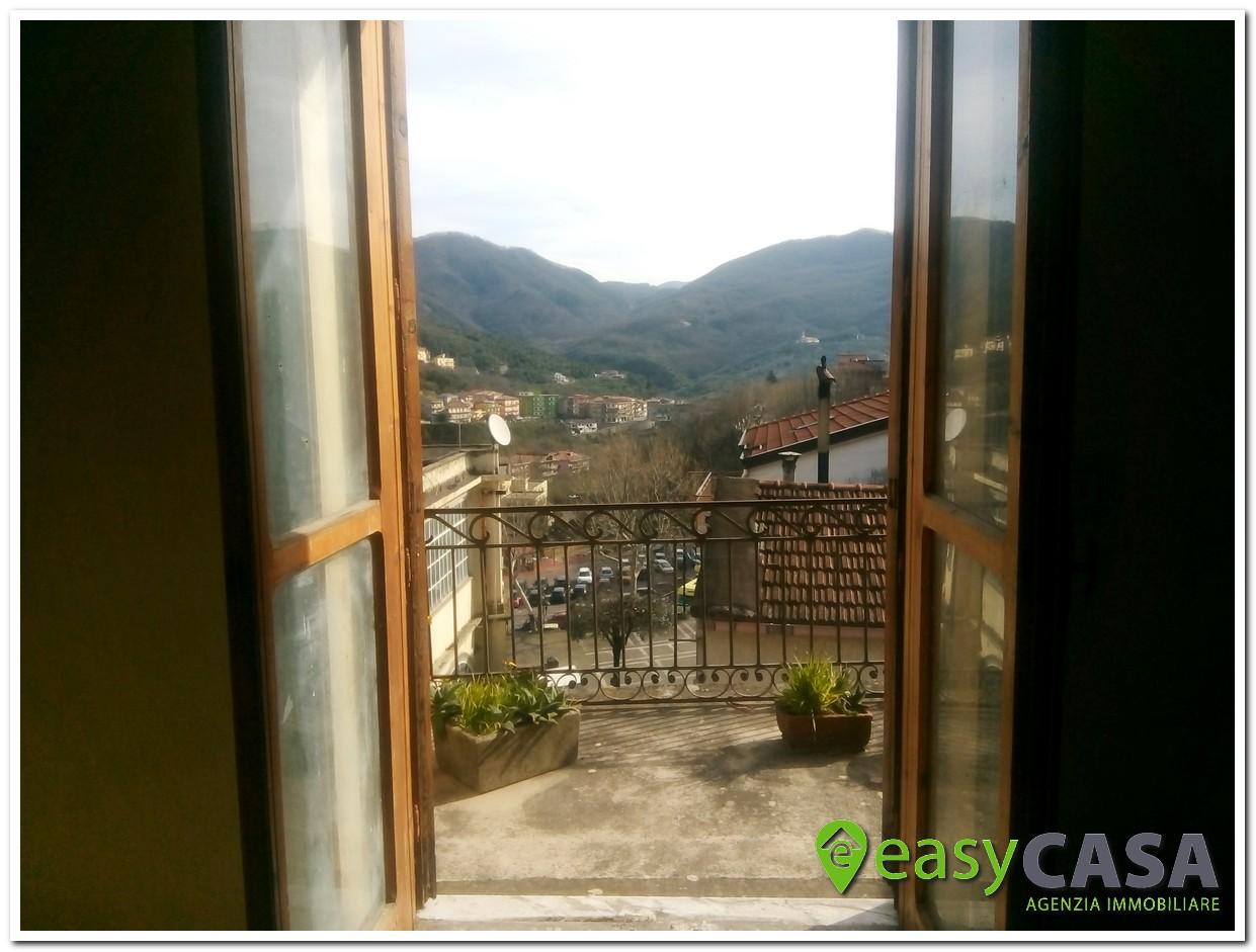 Abitazione con giardino in vendita a Montecorvino Rovella (SA)