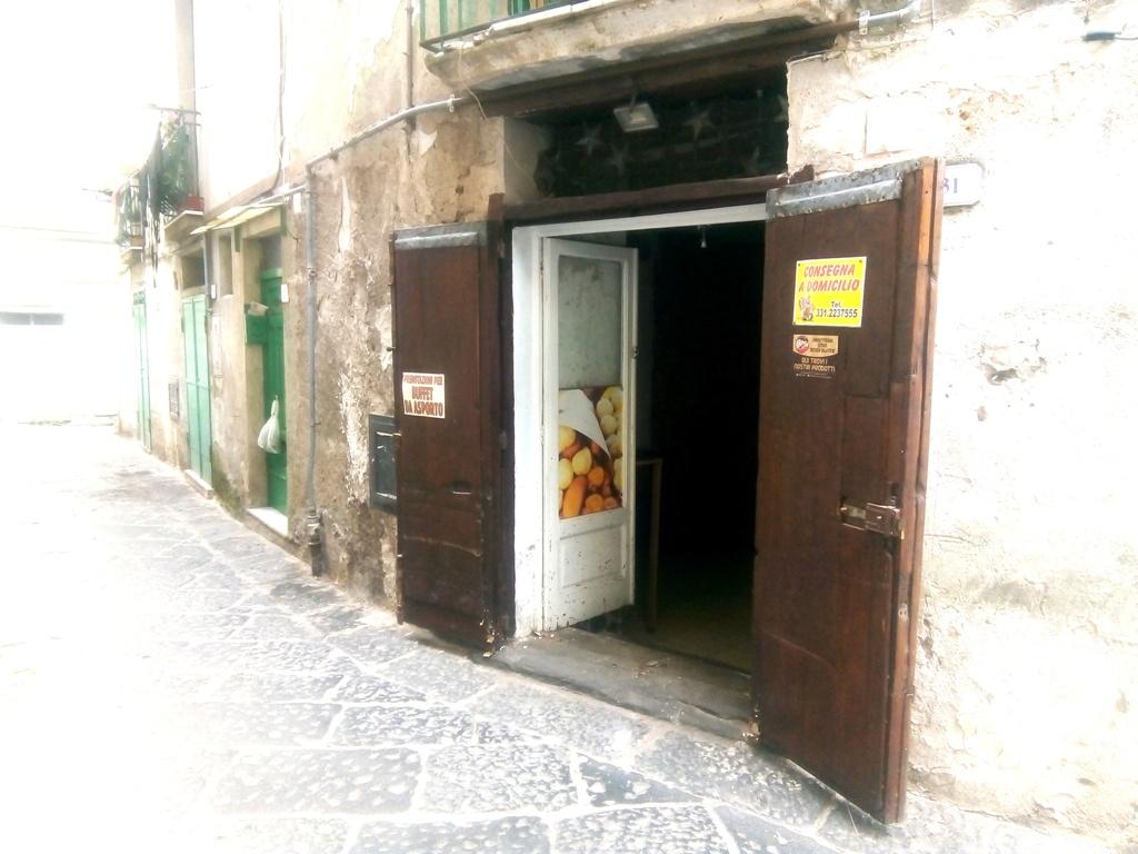 Locale commerciale in affitto a Montecorvino Rovella (SA)