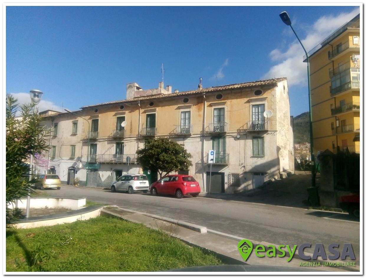 Appartamento al centro in vendita a Montecorvino Rovella (SA)