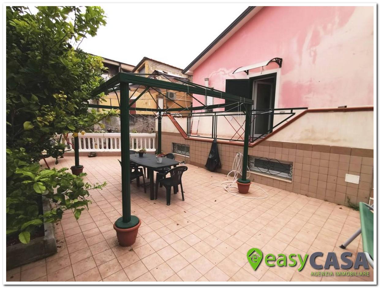 Abitazione con terrazzo a Montecorvino Rovella (SA)