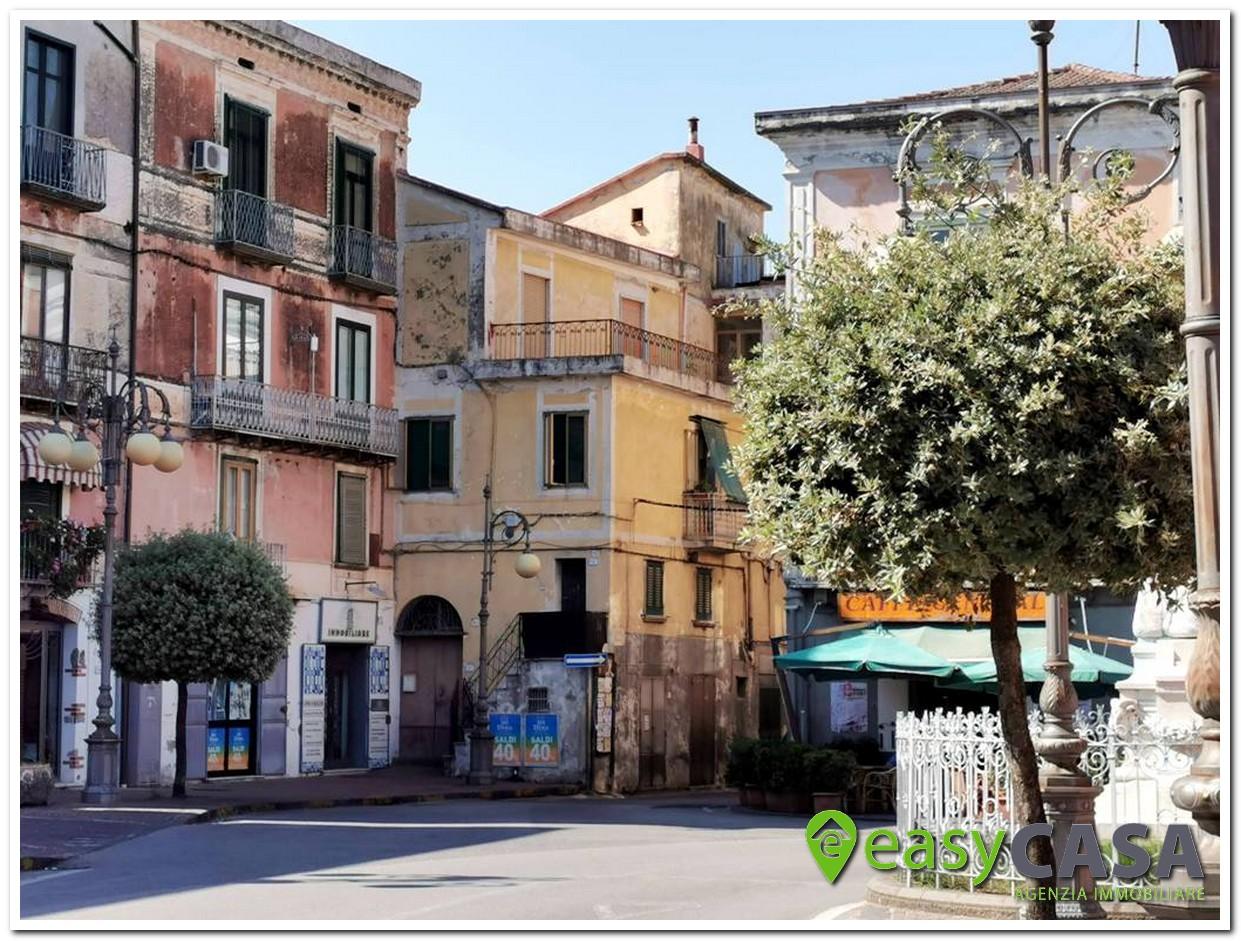 Appartamento con terrazzo a Montecorvino Rovella (SA)