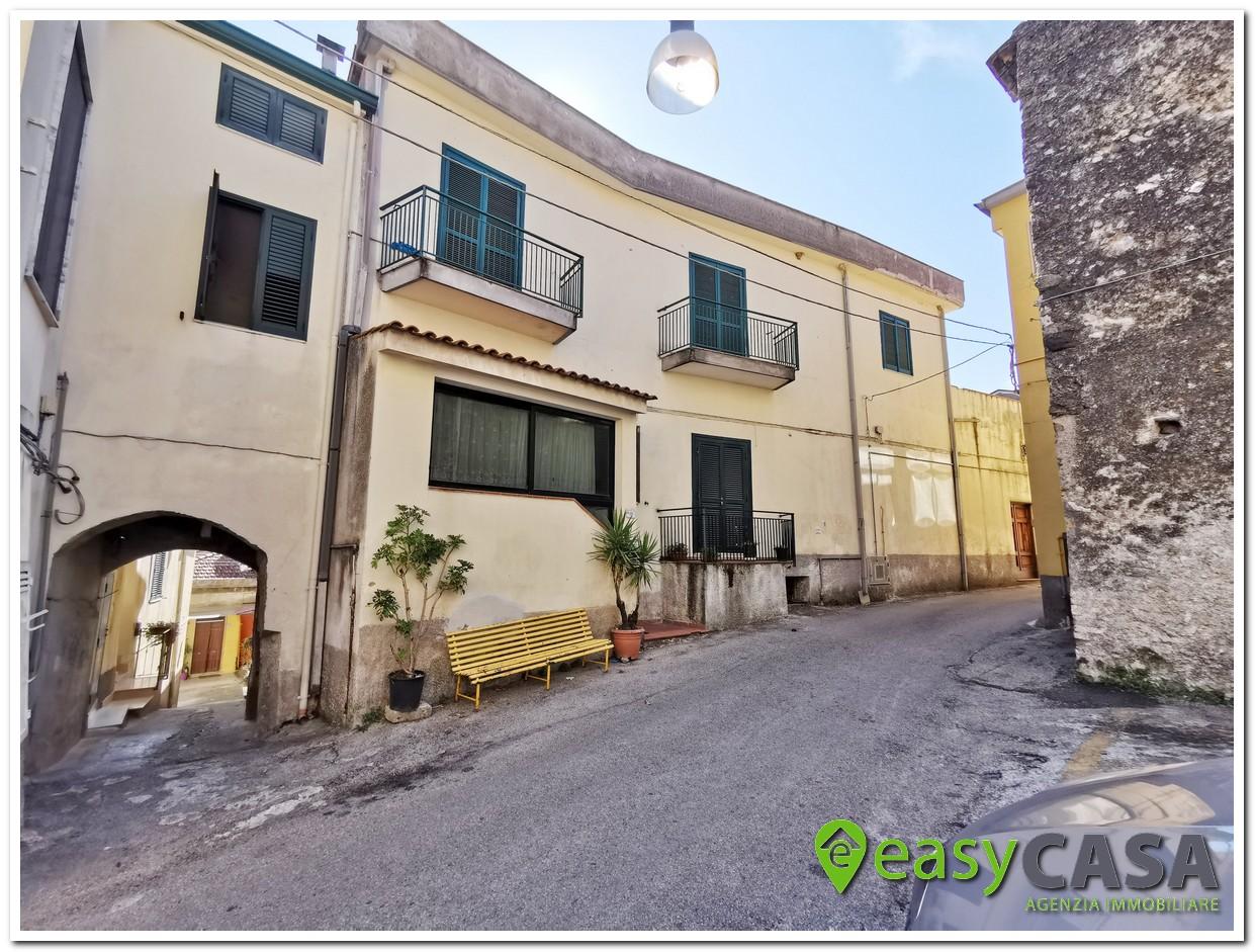 Casa con terrazzo a Montecorvino Rovella (SA)