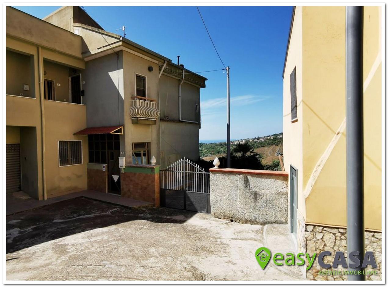 Soluzione con ingresso indipendente a Montecorvino Pugliano (SA)