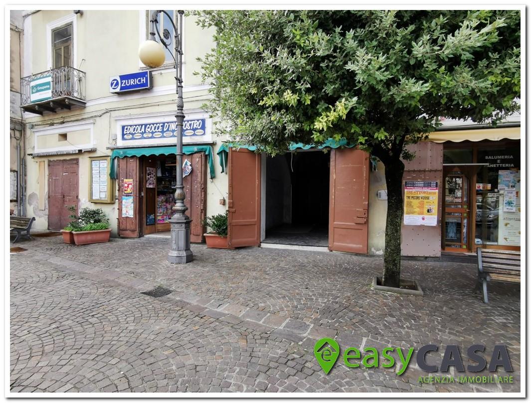 Locale commerciale in affitto al centro di Montecorvino Rovella (SA)