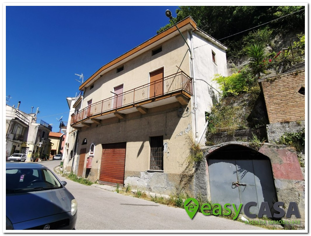Casa indipendente con terreno a Montecorvino Rovella (SA)