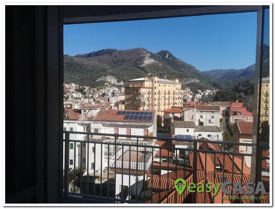 Appartamento al centro con box a Montecorvino Rovella (SA)