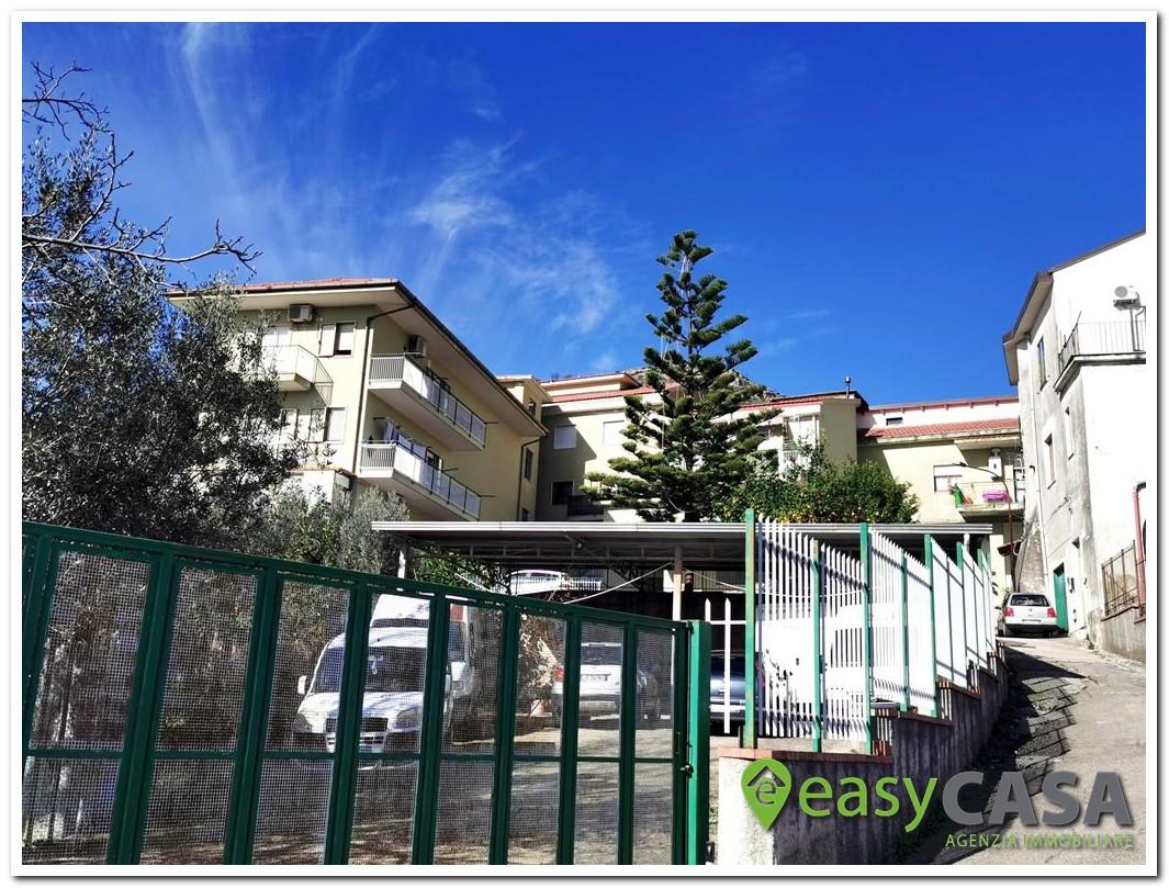 Soluzione di 4 vani su 2 livelli a Montecorvino Rovella (SA)