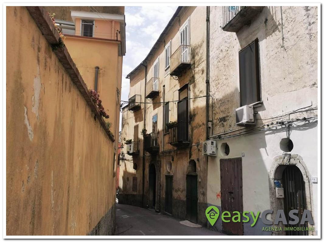 Soluzione su 2 livelli ristrutturata a Montecorvino Rovella (SA)