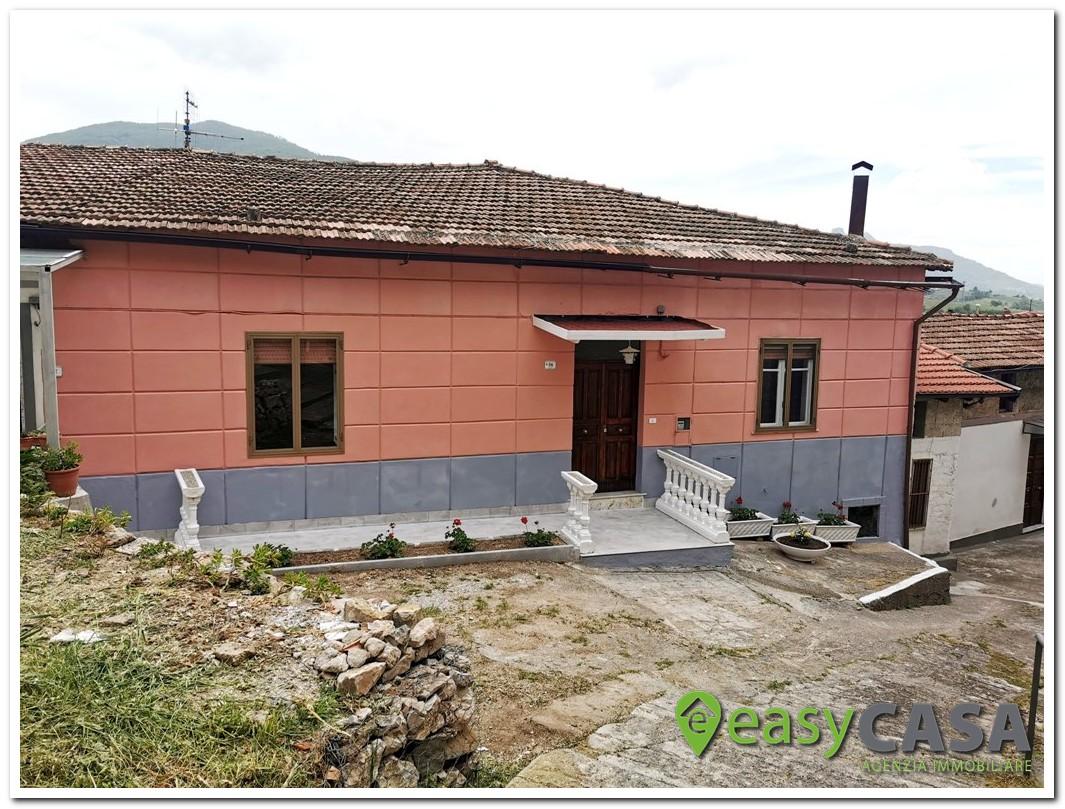 Casa indipendente al centro di Montecorvino Rovella (SA)