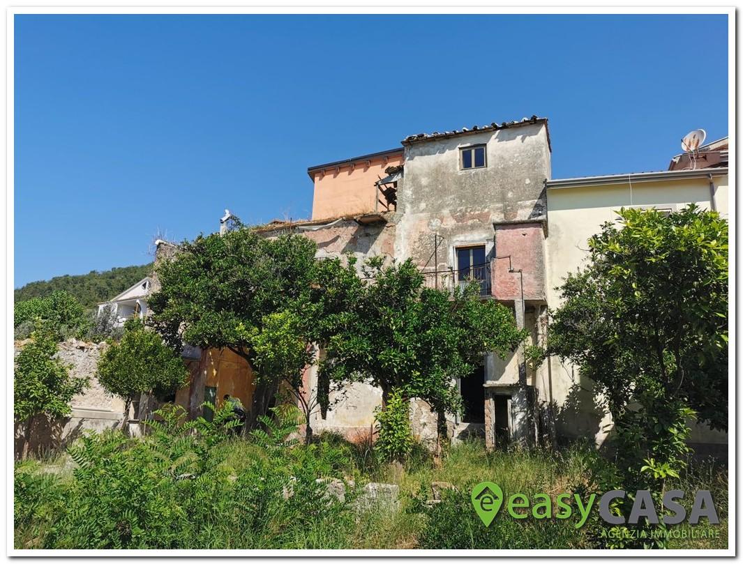 Rudere con giardino a Montecorvino Pugliano (SA)